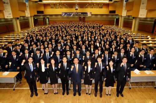 한동우 회장, 신한금융그룹 신입사원 대상 특별강연