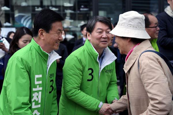 국민의당 호남 석권...박근혜정부 국정운영 타격 불가피